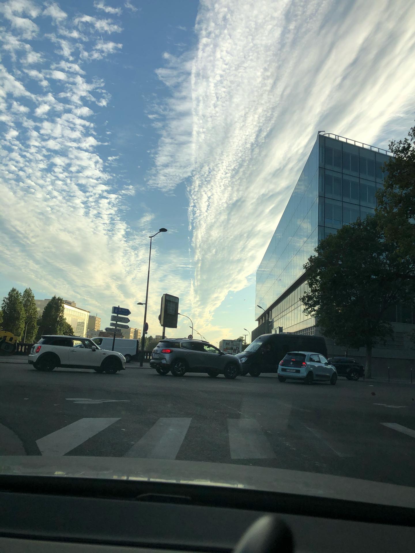 bande-de-nuages-au-dessus-de-paris